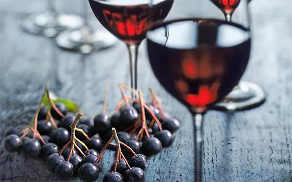 Вино из черноплодки и винограда в домашних